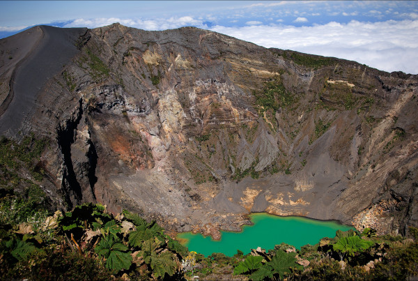 irazu volcano in costa rica